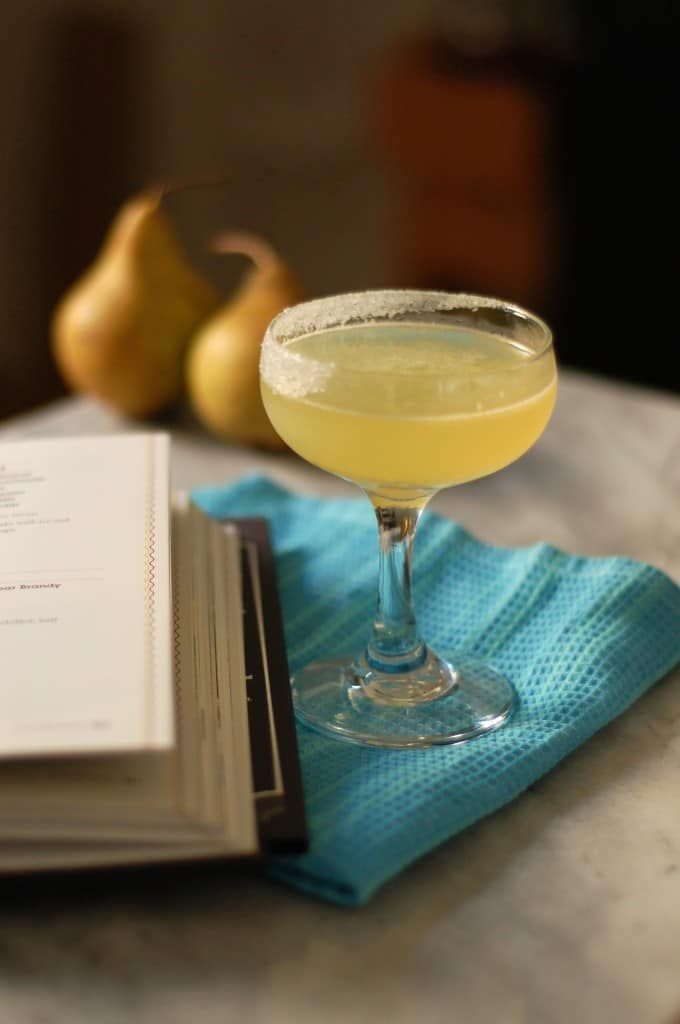 The Perfect Pear Cocktail. A refreshing cocktail that tastes like fresh pears. From Blossom to Stem | Because Delicious www.blossomtostem.net