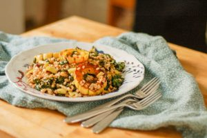 Roasted Delicata Squash, Kale, and Leeks with Farro. A lovely autumnal grain salad. From Blossom to Stem   Because Delicious www.blossomtostem.net