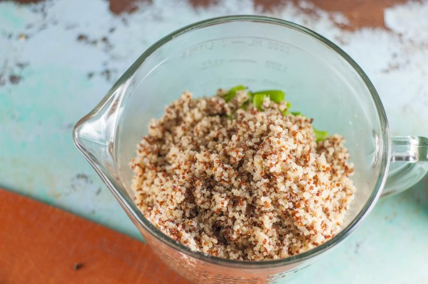 White and Red Quinoa. From Blossom to Stem | Because Delicious www.blossomtostem.net