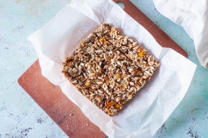 Homemade Kind Bars. Simple chewy, nutty granola bars. So easy to make. Gluten free. Vegan. From Blossom to Stem | Because Delicious | www.blossomtostem.net