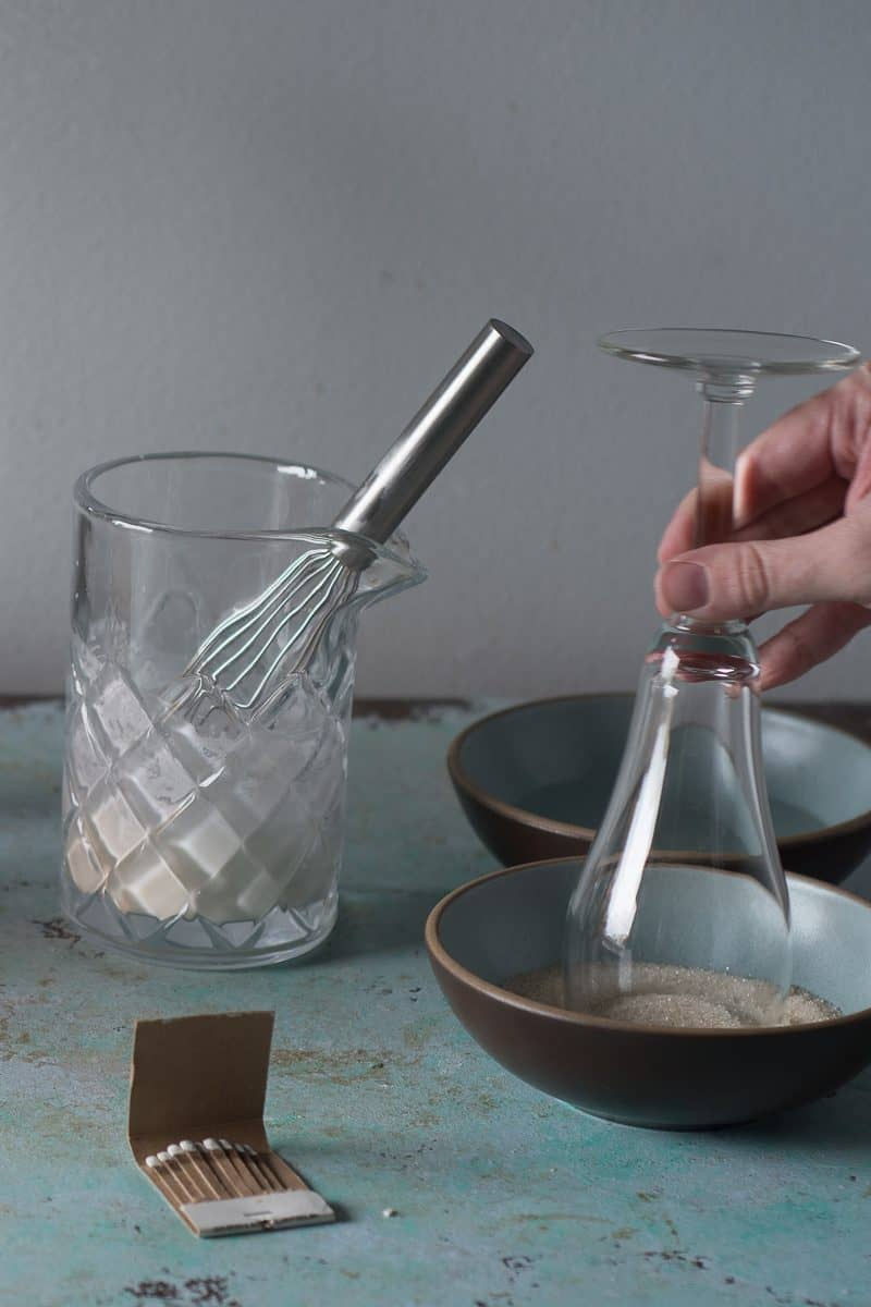 Dipping rim in sugar