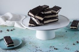 Classic chocolate ice cream sandwiches. From Blossom to Stem | www.blossomtostem.net